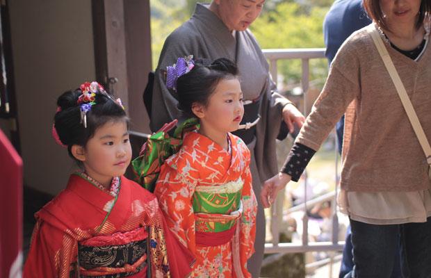 初めて農村歌舞伎の舞台に立った5歳の頃のいろは。歌舞伎の演目と演目の間に舞いを踊りました。