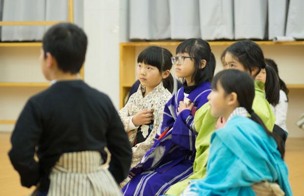 子ども歌舞伎の練習風景。みんな真剣。