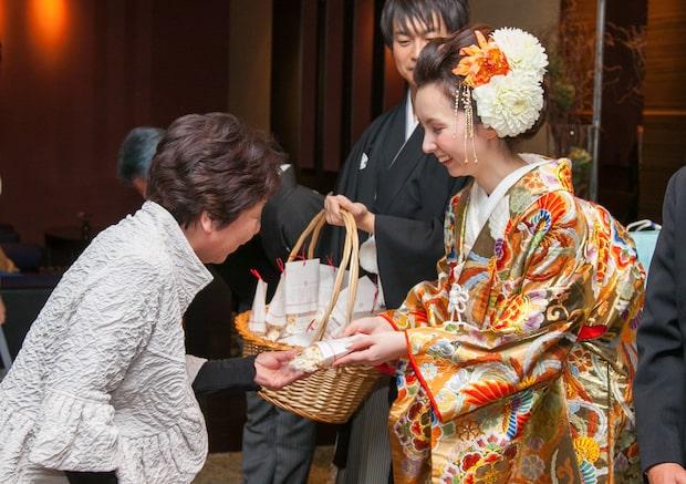 愛媛県東予地方ではポン菓子を引き菓子として用い、その意味は「マメに元気に暮らしてほしい」という子を気遣う親心が込められている。