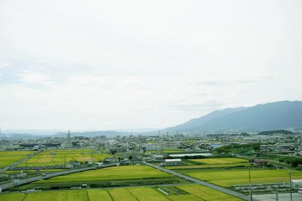 奈良県北葛城郡広陵町ののどかで美しい田園風景。