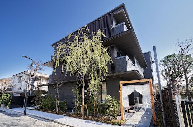 〈YANAKA SOW〉の「SOW」という言葉には、住むと泊まるの間を表す「荘」、まちに寄り「添う」、地域文化の「層」を深掘る、という3つの意味がこめられているのだとか。