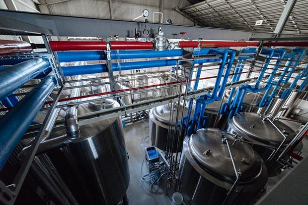 奈良醸造のブルワリーの様子。ここで80種類以上のビールが誕生した。