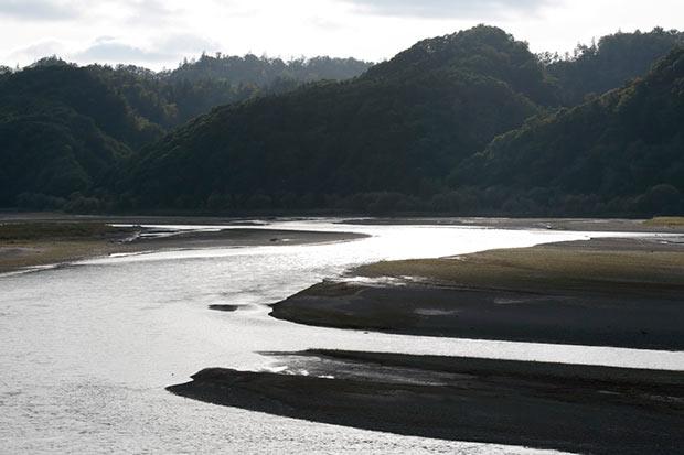 二風谷を流れる沙流川。