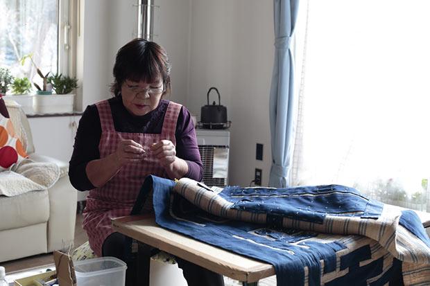 二風谷でも数少なくなった「アットゥㇱ織」の技術伝承者、藤谷るみ子さん。