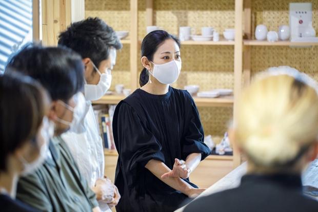 大学院まで漆の勉強をしていた中岡さんは、漆芸作家として金継ぎのワークショップなどを行っている。