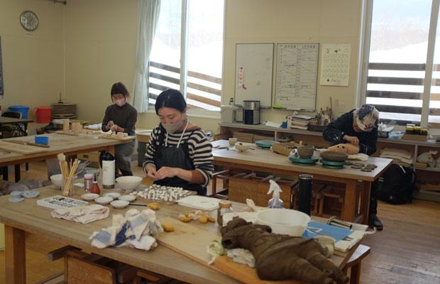 〈栗沢工芸館〉には地域の人々がクラフトを体験できる環境がある。