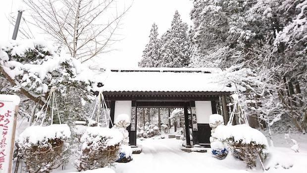 冬の〈貝の沢温泉〉も絶景です。