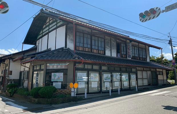 お店は約10数年前に閉店しているが、オーナーさんはまだこの建物に住んでいらっしゃる。