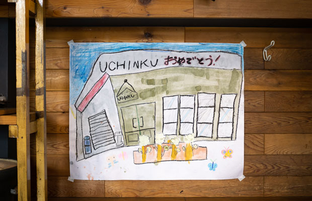 周年おめでとう! の絵をお子さんが描いてくれたそう。こういうの宝ですね。
