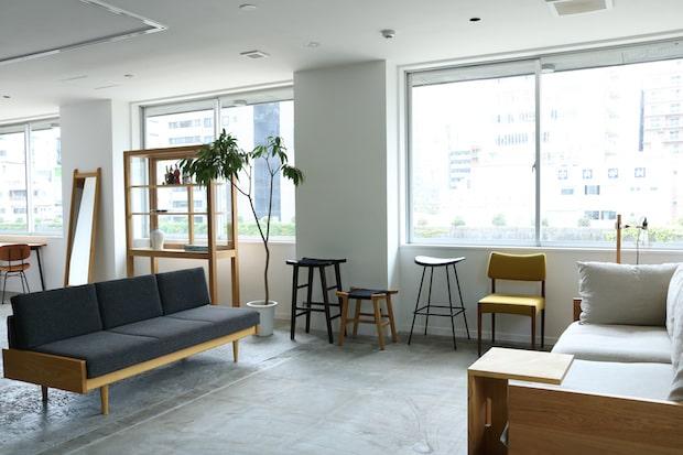 2021年9月1日(水)にオープンするショールームでは、grafオリジナルの家具〈Narrative〉やオリジナルプロダクト〈TROPE〉などを扱う。