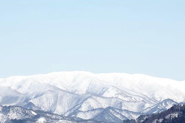 米沢は年間積雪量が6メートルの豪雪地帯。小嶋総本店は、酒蔵として最上川の源流に最も近い場所に位置し、雪解け水の恩恵を受けてきました。井戸から湧き出る平均水温は、東光のおすすめ飲用温度と同じなのだとか。「生まれたままの温度が一番おいしい」と自然なままであることの魅力を伝えます。