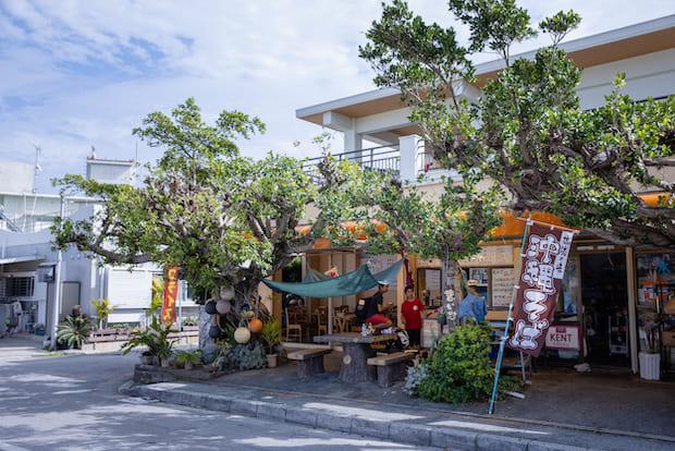 muiがある百名ではありのままの沖縄の風景が残っている。