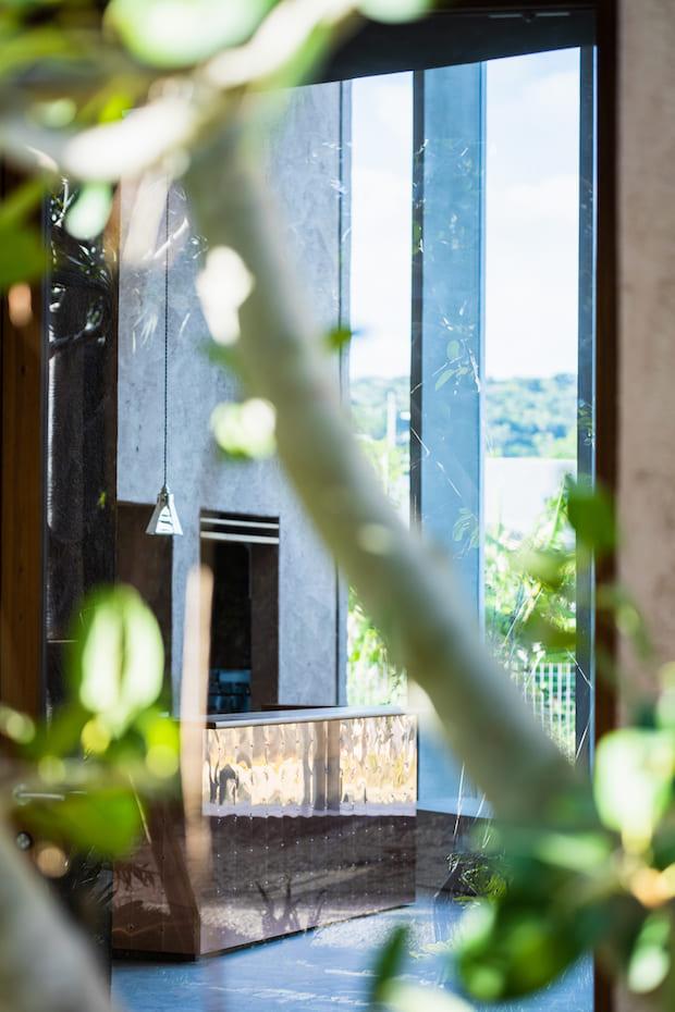 2021年3月、沖縄県南城市玉城百名のはずれにオープンした〈mui たびと風のうつわ〉