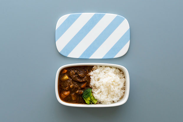 清水 久和さんの〈機内食の皿〉。