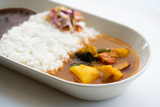 篠本拓宏さんの〈oval curry bowl 〉。