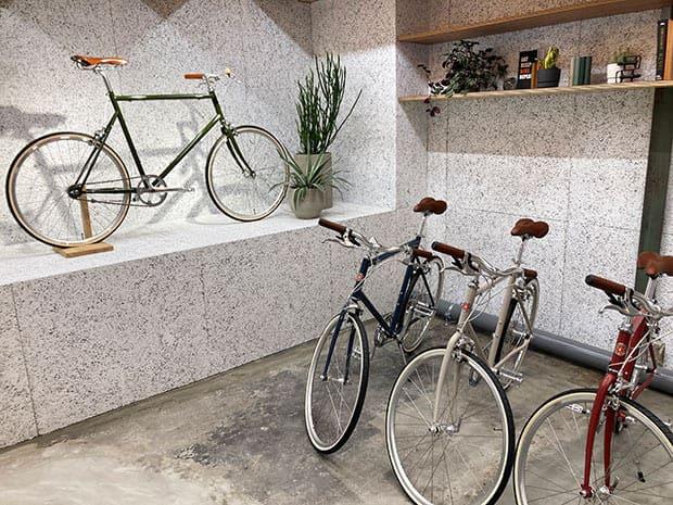 試乗用の自転車が並び、清澄白河のまちを自在に走ることができます。