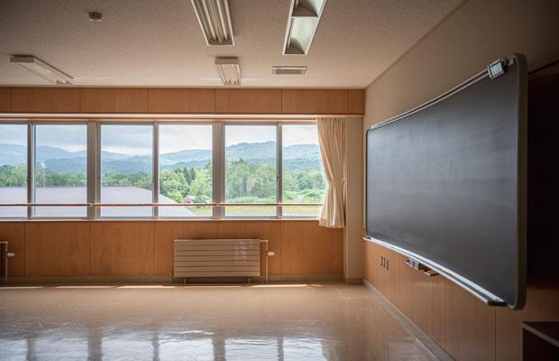 学校として使われていた10年ほど前に大規模な改修が行われていて、校舎はとてもきれい。(撮影:佐々木育弥)