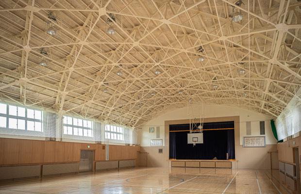 コロナ禍ではあるが、体育館は広いので三密にならずワークショップなどが開催できるのではいか。(撮影:佐々木育弥)