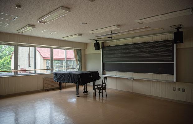 音楽室にはピアノが残されていた。