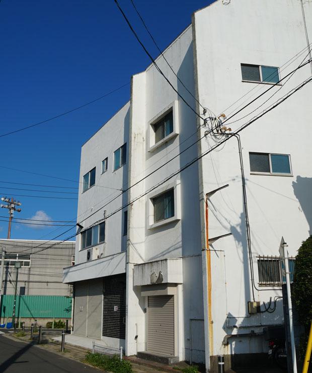 南太田にある4階建てビル。