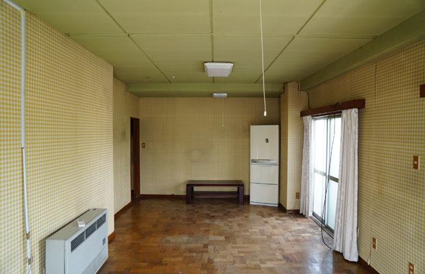 子ども部屋は壁のクロスが印象的。