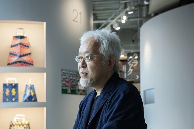 日本を代表するグラフィックデザイナーであり、自主的なプロジェクトやエキシビションも数多く手がける原研哉さん。