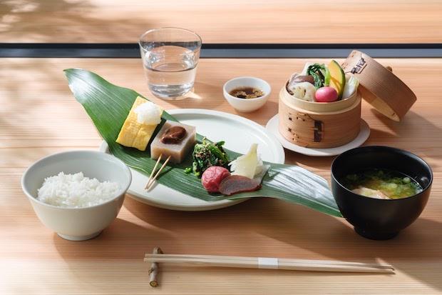 1階の〈CAFE & BAR MIROKU TERRACE〉では、老舗カフェ〈くるみの木〉がメニュー監修した和洋2種類の朝食が提供される。