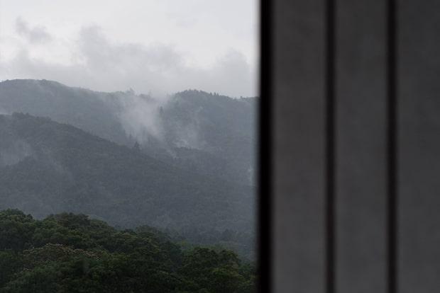 〈MIROKU 奈良 〉では、既存建物のサッシ部分に新たに断熱性の高い障子も設置し、省エネルギー化を実現。