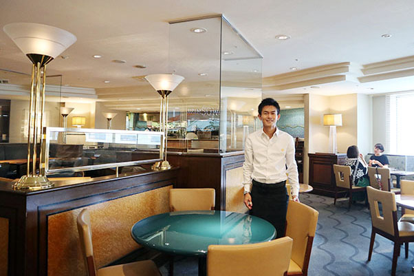 アルバイトから同店で働き始め、思い入れも人一倍の店長の納富泰祐さん。