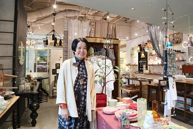 福岡の〈H.P.DECO 好奇心の小部屋〉〈H.P.FRANCE Boutique〉〈Usagi pour toi H.P.FRANCE〉の3店舗の店長兼バイヤーの森典子さん。
