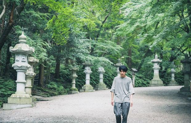 全国にある香取神社の総本社で、鹿島神宮、息栖神社とともに東国三社の一社とされる由緒ある香取神宮。参道を歩く。