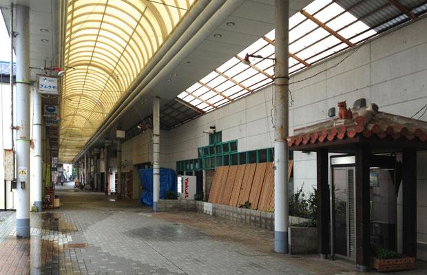 再生前の商店街。大きなスーパーが撤退したところから、周辺店舗も衰退していった。