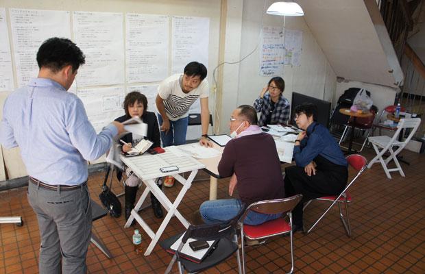 〈二代目湯浅豆腐店〉のプロジェクトでは、飲食メニューの開発、厨房設計、空間設計、ロゴなど、ゼロからの店舗開発のためチーム一丸となって協議した。
