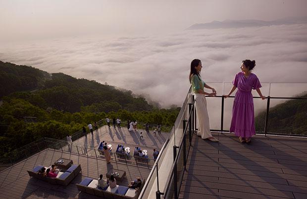 圧倒的な高さの最上階からの景色は、まさに天空の絶景。