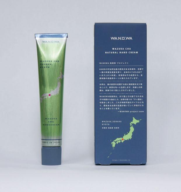 香りとともに抽出された肌にうるおいを与える効果が期待できる「チャ葉水」を使用した〈ハンドクリーム〉2200円(税込)。