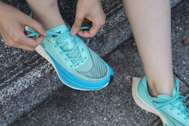 〈足守〉の名前に足が採用された理由は、人が前進している様子を表現しているように見えるから。