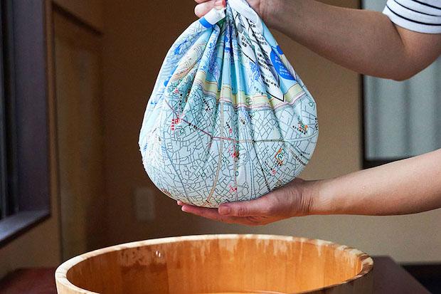 東京都墨田区の防災マップを、はっ水加工の布を使った風呂敷に印刷。