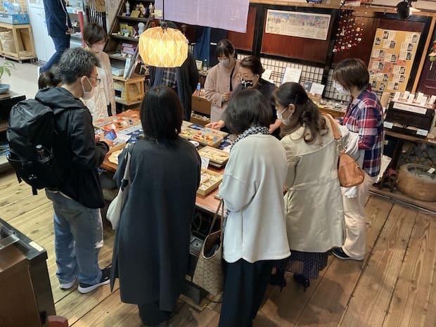 朝活には、参加店舗の店内商品について知識を深められるものもあります。
