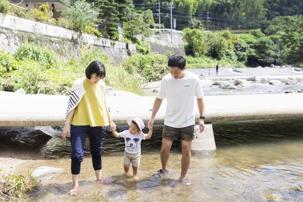 那珂川での川遊びは中之島公園が有名だが、こちらは地元の人しか知らないスポット。川底が浅いため、子どもも安心。