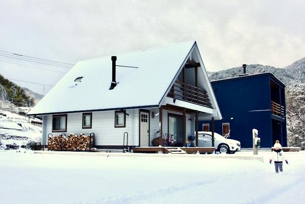 実際に真一さんが撮った「雪化粧のわが家」。。