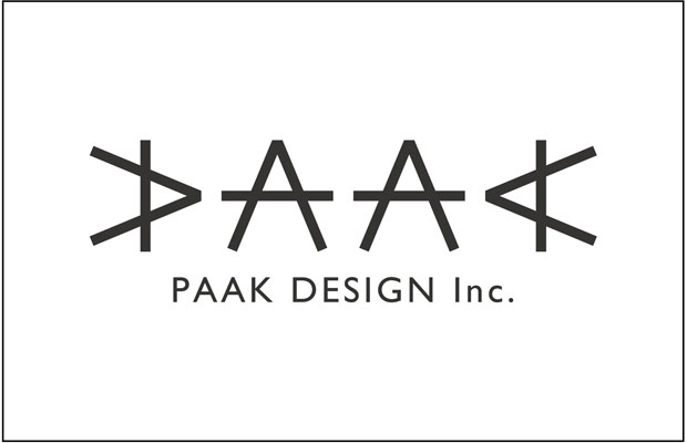 会社のロゴ。同じ棒3本を使って1文字を形成し、同じ図形を回転させてPAAKを表現。ひとつのパーツでも、組み合わせと工夫次第でいろいろな展開ができるというメッセージ。