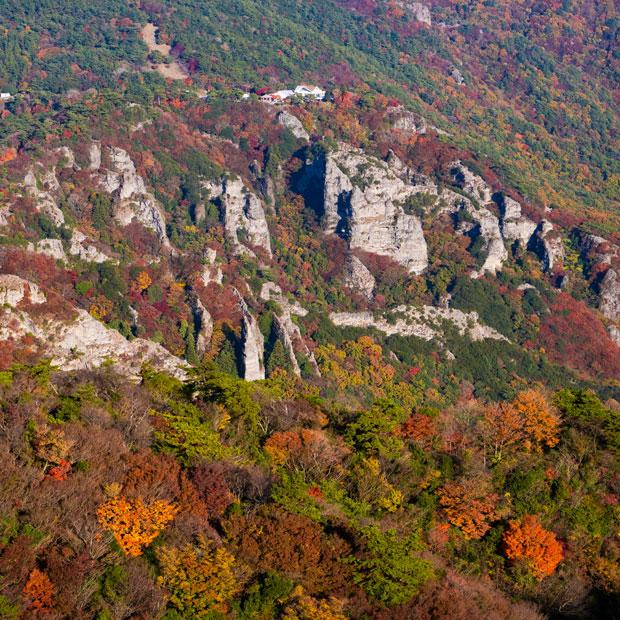11月下旬~12月上旬頃の四方指からの眺め。紅葉の時期はきれいですが混雑します。