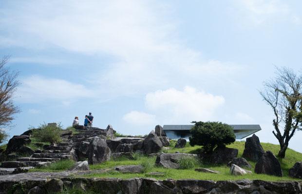標高777メートルの高台にある「四方指園地」の展望スポット。