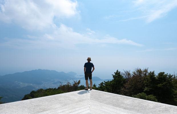 大観望と呼ばれる台の上からの眺め。小豆島内海湾とまち並みを見渡せます。