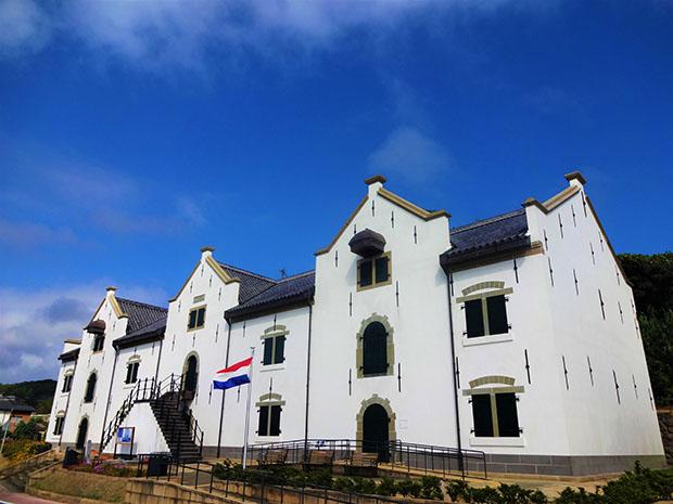 現在の〈平戸オランダ商館〉。1609年に日本初のオランダ商館が開設され、1641年に長崎出島に移された。