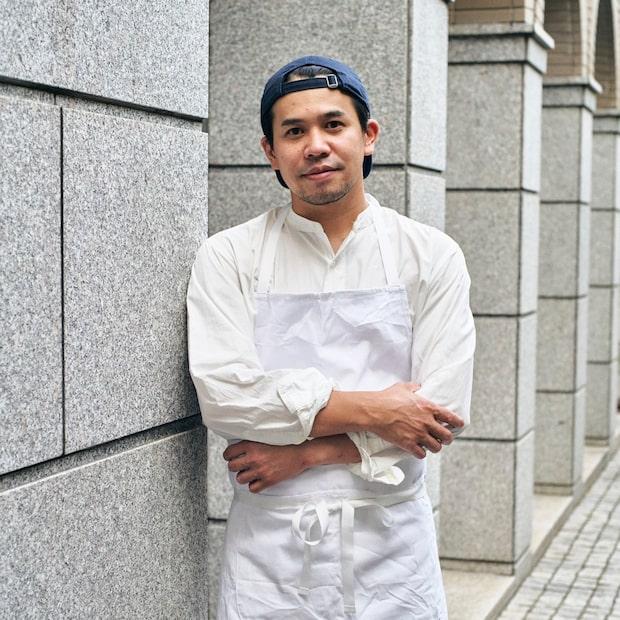 〈MAISON CINQUANTECINQ〉〈AELU〉〈LANTERNE〉〈ごらく〉を運営するシェルシュ代表兼料理人、丸山智博。フランス料理を軸にメニュー開発からブランドディレクション等、多岐にわたる飲食のプロデュースを行う。