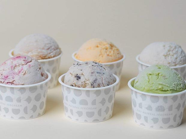〈KIKI NATURAL ICECREAM〉は、青果ミコト屋が手がけるクラフトアイスクリームブランド。日本各地の素材とシンプルなレシピをベースに、KIKIらしいエッセンスを添えて、オリジナルアイスクリームに仕立てています。