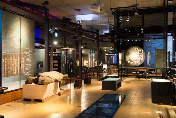 """西都原考古博物館の展示スタイルはユニークだ"""""""