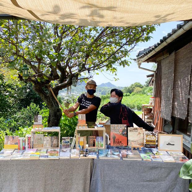 〈HOMEMAKERS〉でのブックイベント。〈TUG BOOKS〉の田山直樹くん(写真右)と。