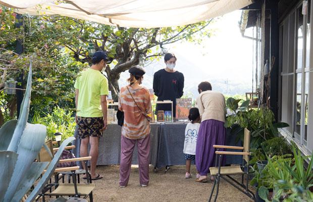 先日HOMEMAKERSで開催したブックイベント。本を介して田山くんと島の人たちが会話する様子がとてもよかった。